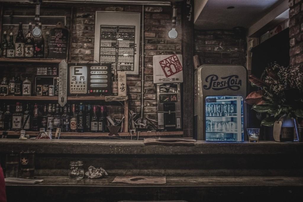 bar-926256_1920